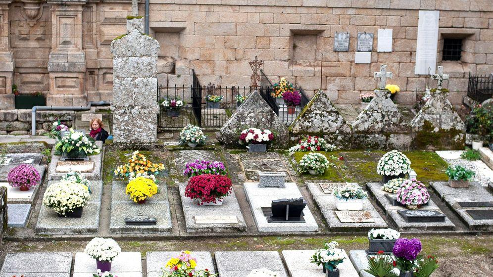 Foto: Imagen del cementerio del monasterio de Santo Estevo (Ourense) el pasado Día de Todos los Santos. (EFE)