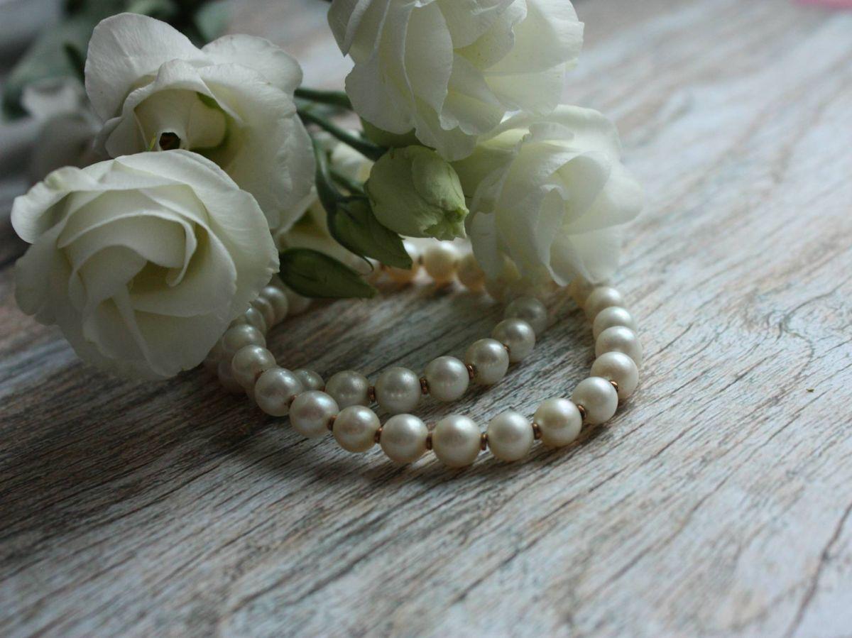 Foto: El motivo por el que las novias no suelen llevar perlas. (Eugenia Romanova para Unsplash)