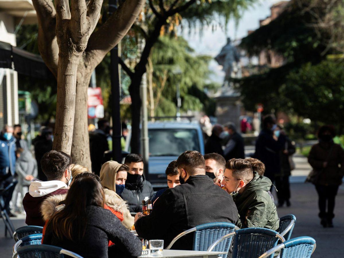 Foto: Una terraza en la Comunidad de Madrid. (EFE)