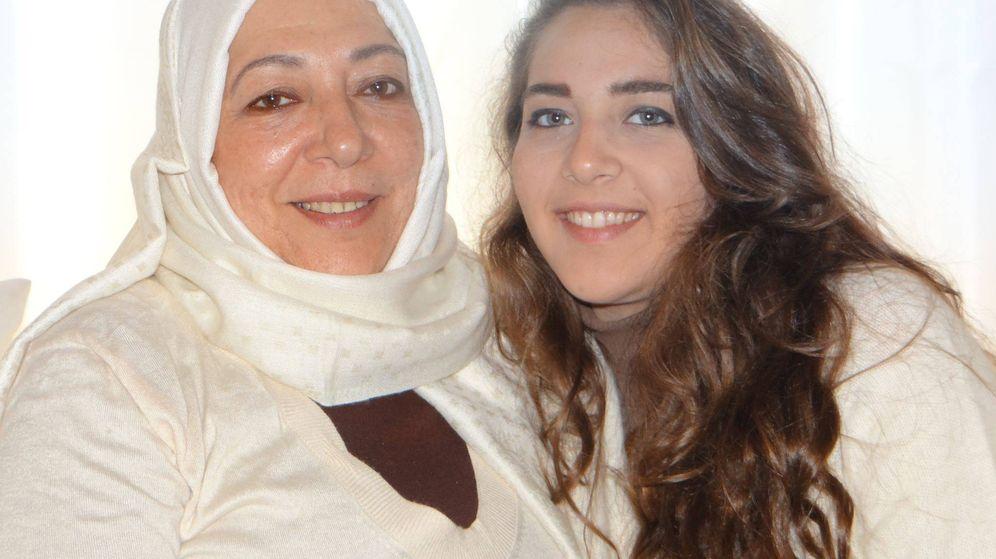 Foto: Las activistas Ouruba y Halla Barakat, en una imagen de Facebook.