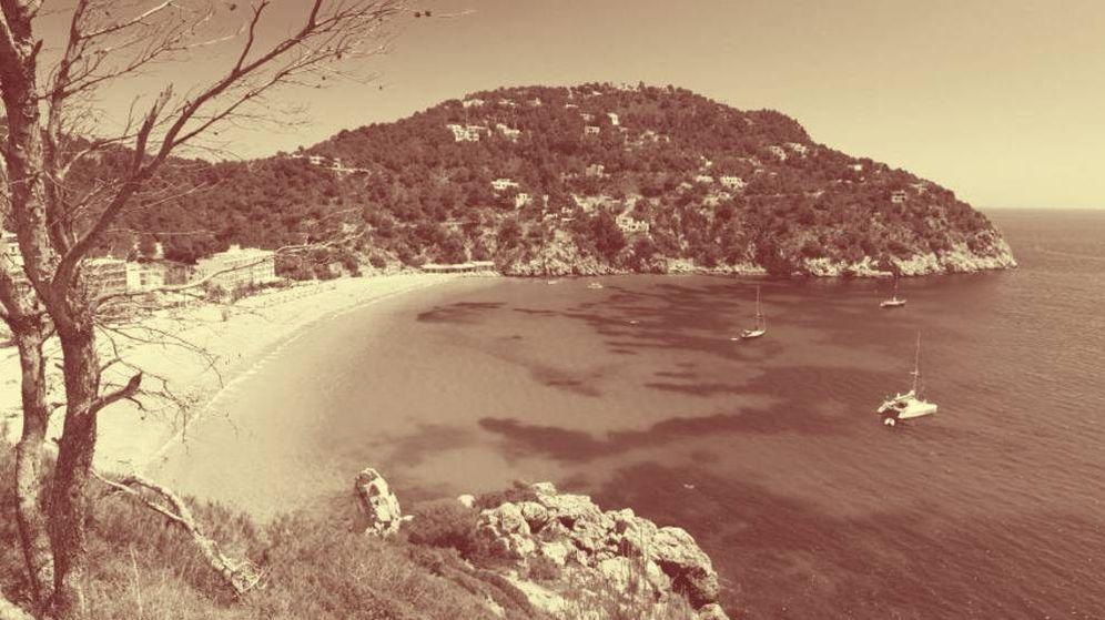 Foto: Foto de archivo de una cala en Ibiza.