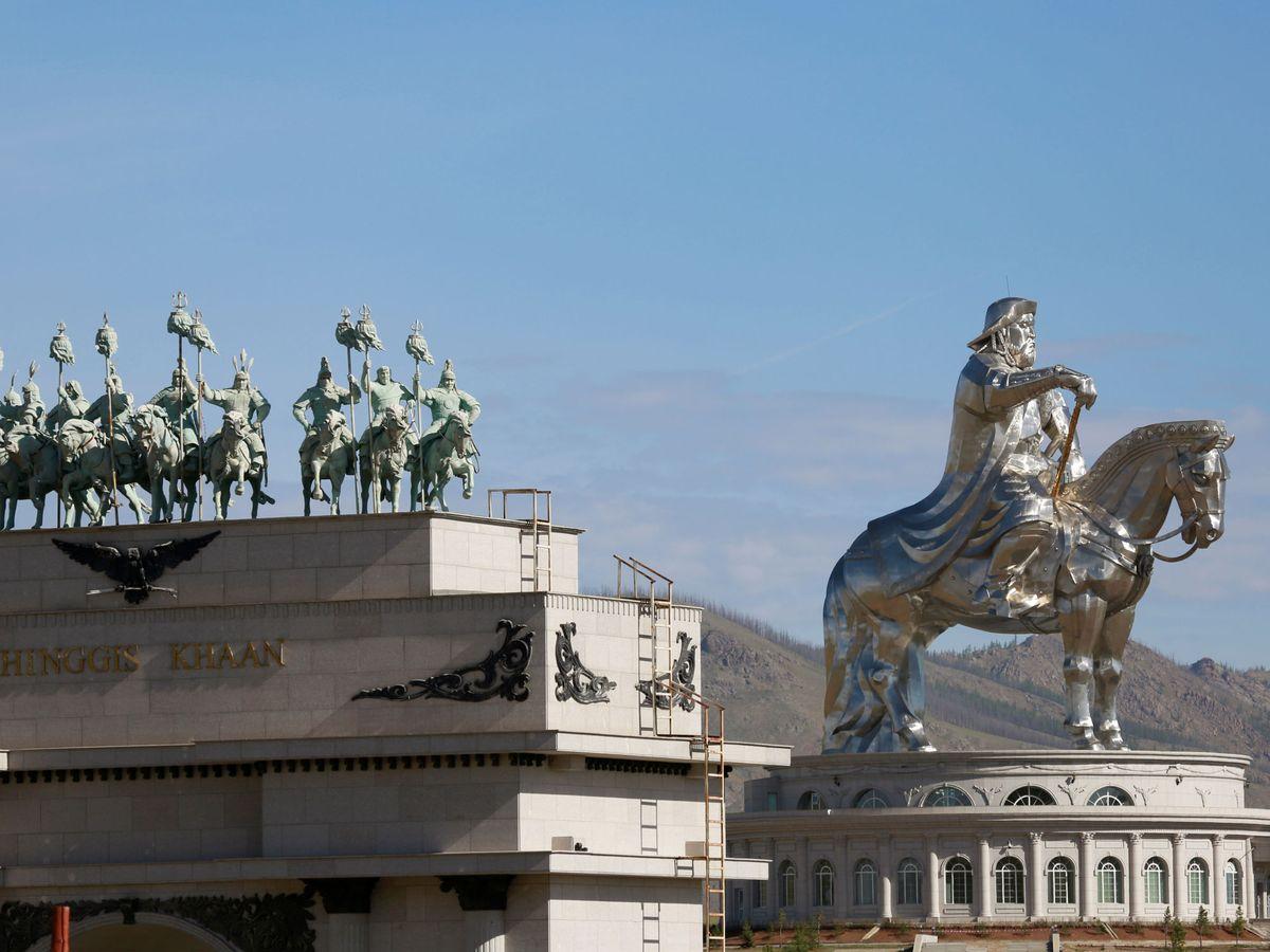 Foto: La estatua ecuestre de Genghis Khan es una de las principales atracciones turísticas de Ulan Bator. (Reuters)