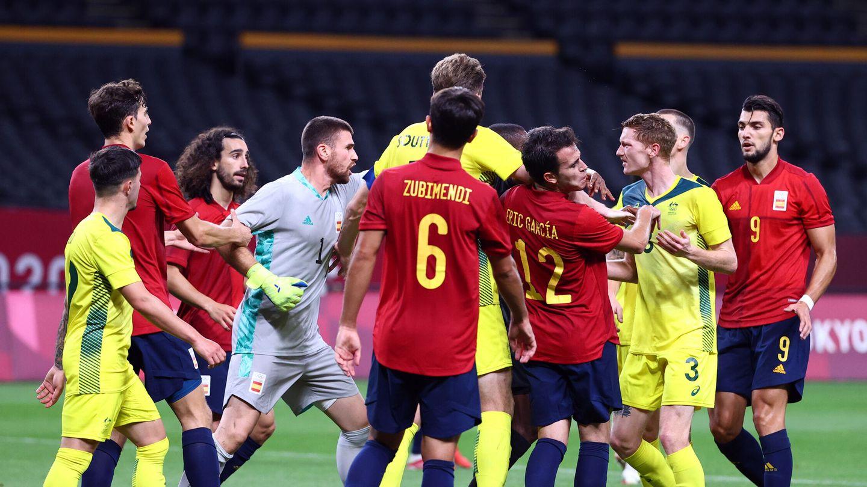 Tensión en el final del partido. (Reuters)