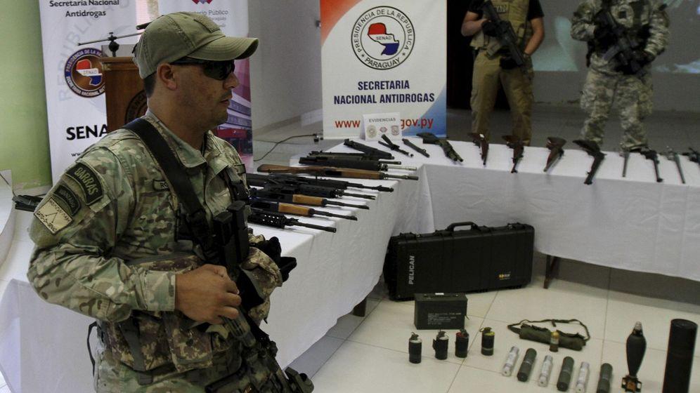 Foto: La Secretaría Nacional Antidroga de Paraguay (SENAD) muestra armas de gran calibre incautadas en Asunción, en marzo de 2016 (Reuters)