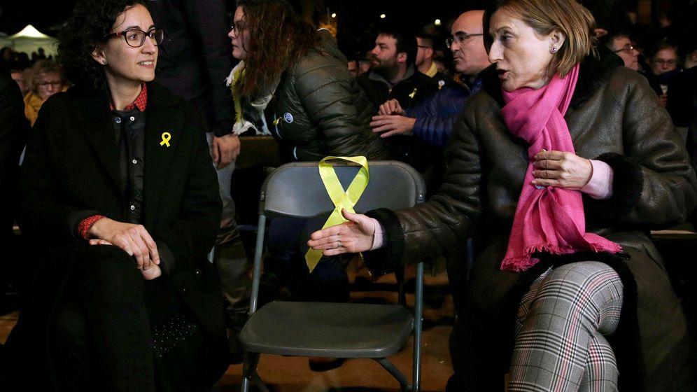 Foto: La secretaria general de ERC y número dos en la lista electoral, Marta Rovira (i), y la presidenta del Parlament, Carme Forcadell (d), en el mitin del cierre de campaña de ERC. (EFE)