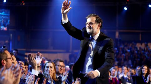 Rajoy aconseja a Casado aguante en la adversidad y huir de los doctrinarios