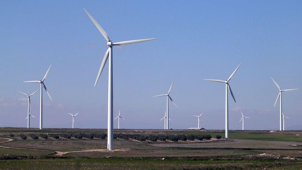 La trifulca política amenaza con agrandar el agujero negro de las renovables en España