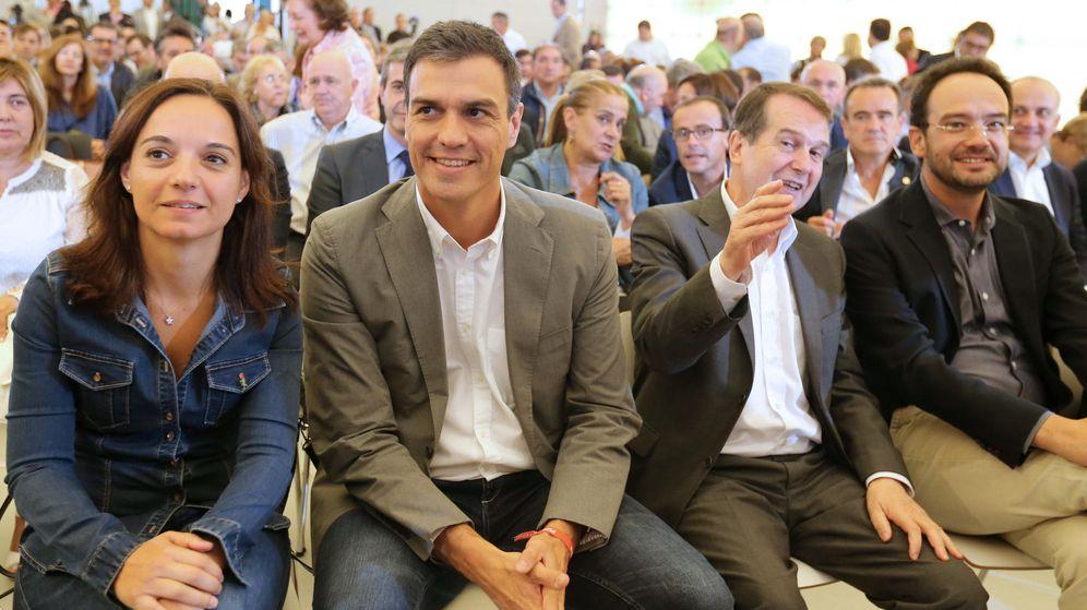 Foto: Sara Hernández, junto a Pedro Sánchez, Abel Caballero y Antonio Hernando, este 18 de septiembre en un acto con alcaldes en Madrid. (EFE)