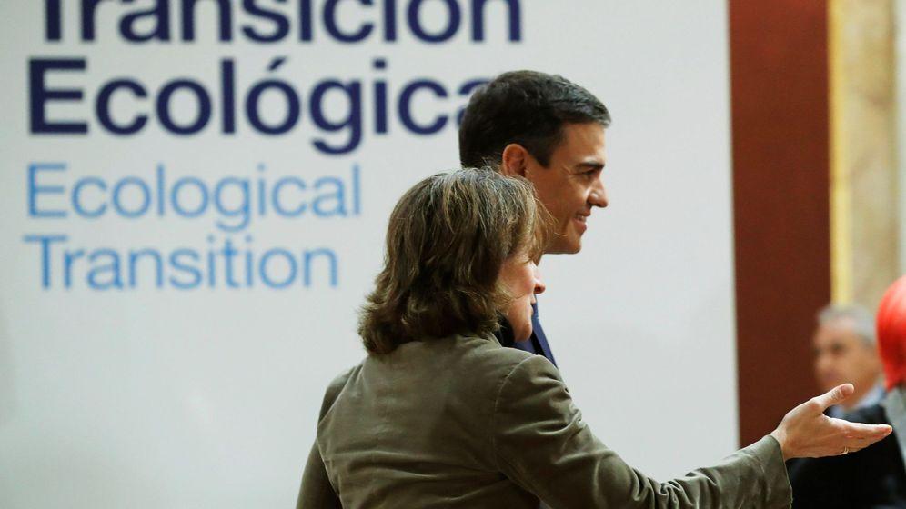 Foto: El presidente del Gobierno, Pedro Sánchez, y la ministra para la Transición Ecológica, Teresa Ribera, en la reunión de alto nivel sobre cambio climático y transición ecológica organizada en Madrid. (EFE)