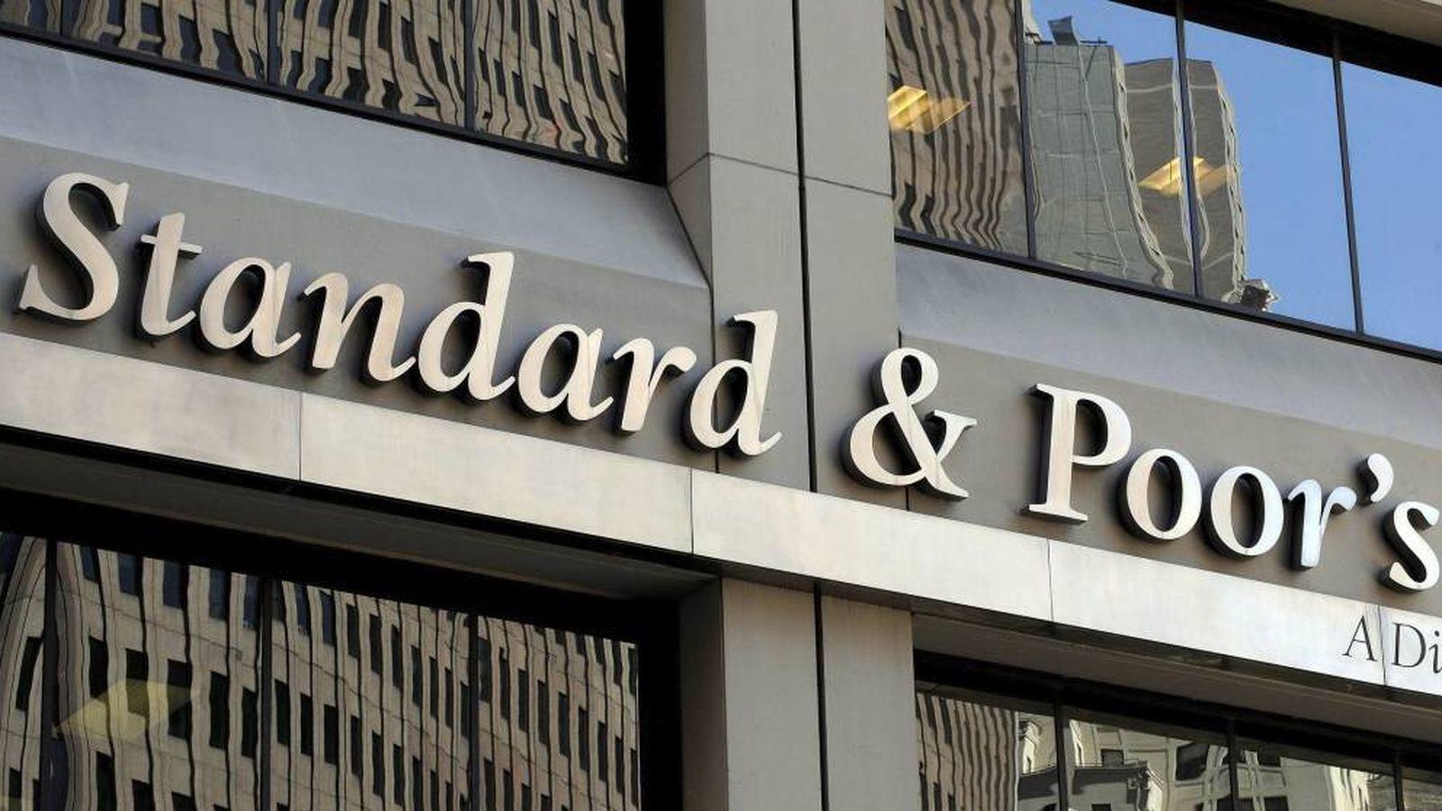 Foto: Rótulo de la agencia de calificación Standard & Poors (S&P) en sus oficinas en Nueva York. (EFE)