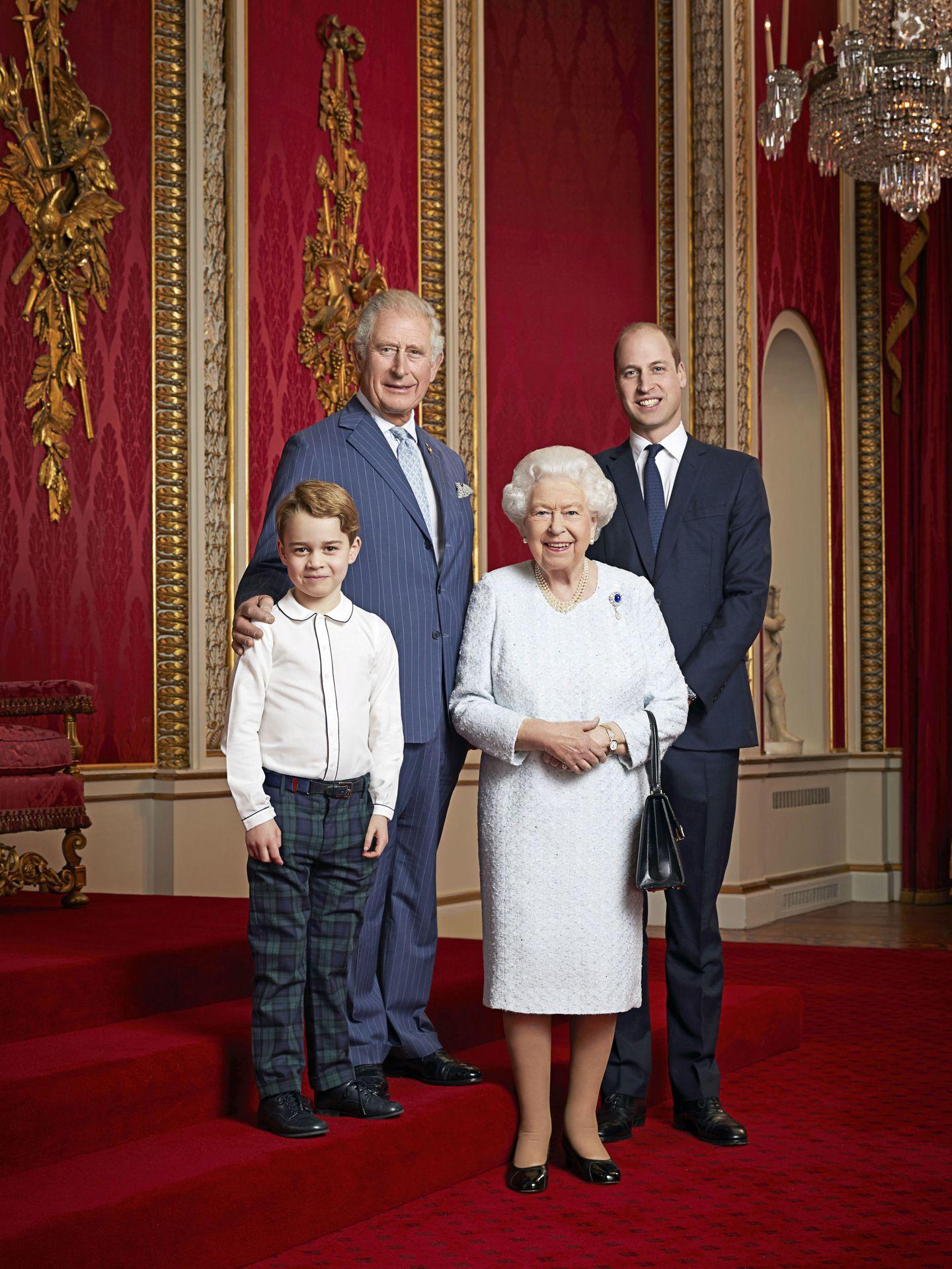 La reina Isabel, el príncipe Carlos, el príncipe Guillermo y el príncipe George. (Buckingham Palace)