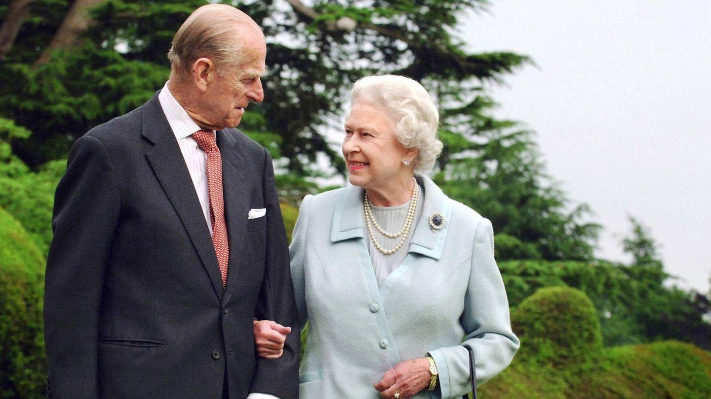 La reina Isabel y el duque de Edimburgo, en su 60º aniversario de boda. (Cordon Press)