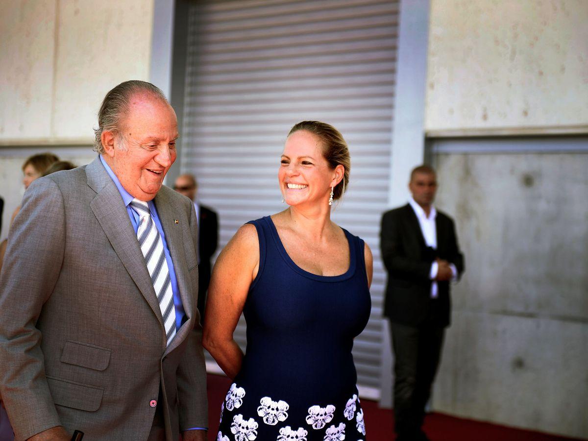 Foto: El rey Juan Carlos I, con Ariane de Rothschild, en Bodegas Vega Sicilia. (Reuters)