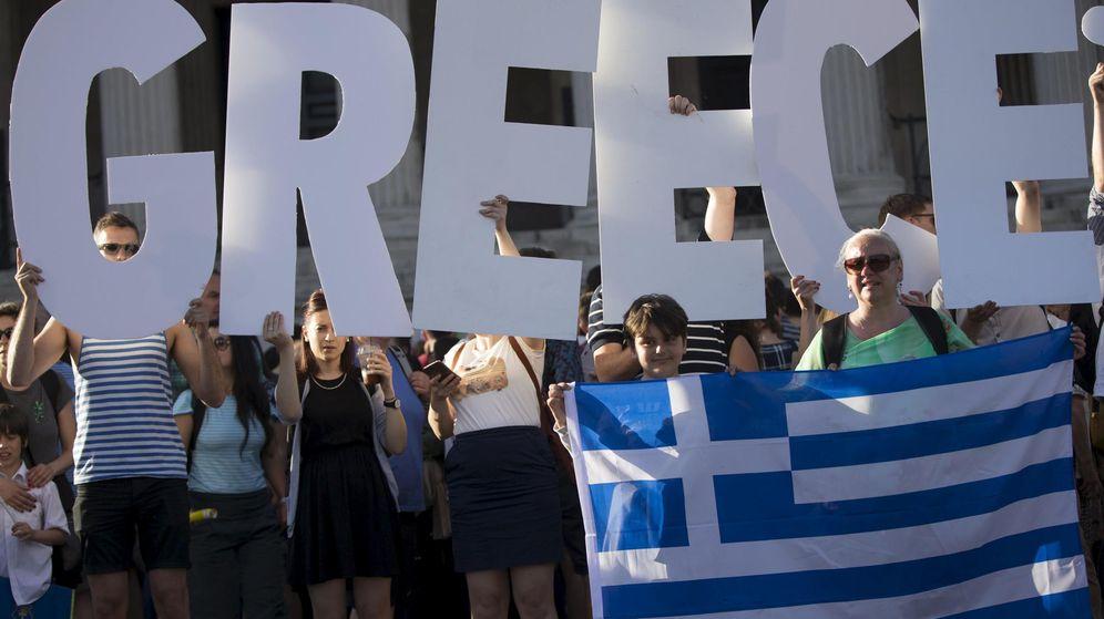Foto: Manifestantes a favor del Gobierno griego en Londres. (Reuters)
