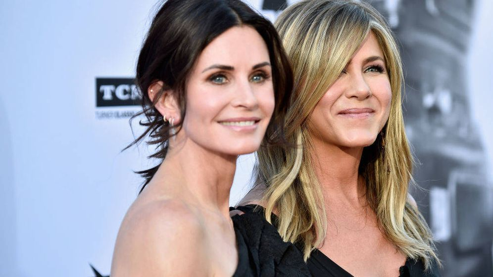 Foto: Courteney Cox y Jennifer Aniston en el homenaje a Clooney. (Getty)