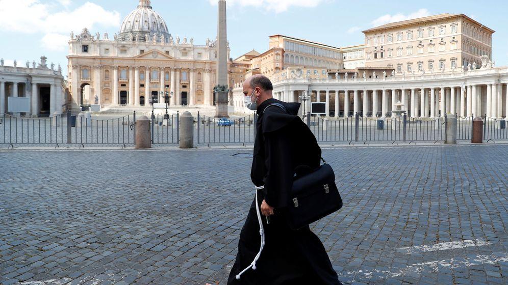 Foto: Tanto el Vaticano como las iglesias continuarán cerradas (Reuters/Guglielmo Mangiapane)