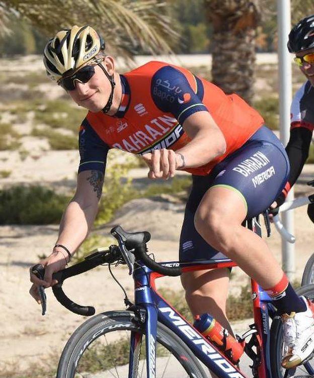 Foto: Iván García Cortina con el maillot de su equipo, el Bahrain-Merida (Foto Instagram: @ivan_cortina).