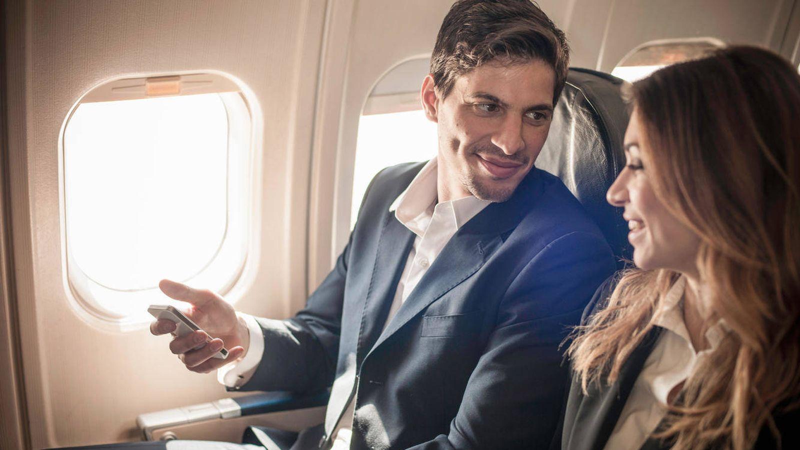 Resultado de imagen para dentro del avion pareja