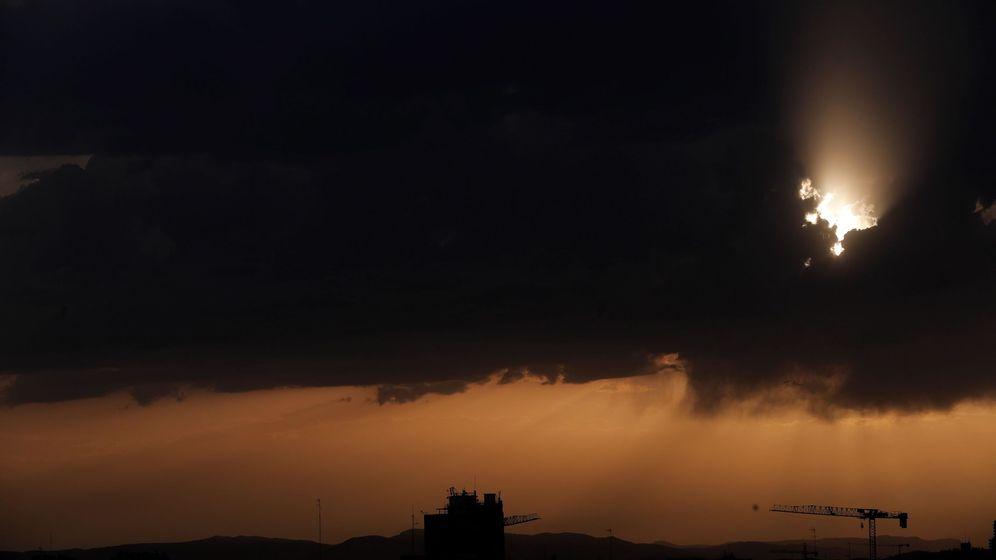 Foto:  Vista general de los últimos rayos de sol en Valencia (EFE)