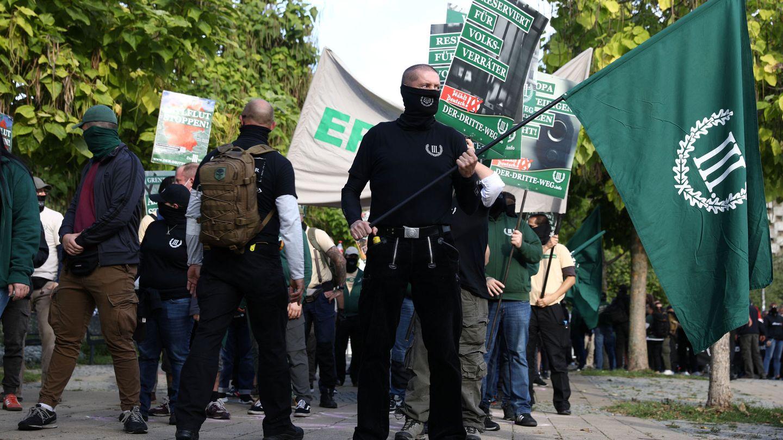 Manifestantes de El Tercer Camino, partido político de extrema derecha alemán que reivindica el nacionalsocialismo (Foto: Reuters)