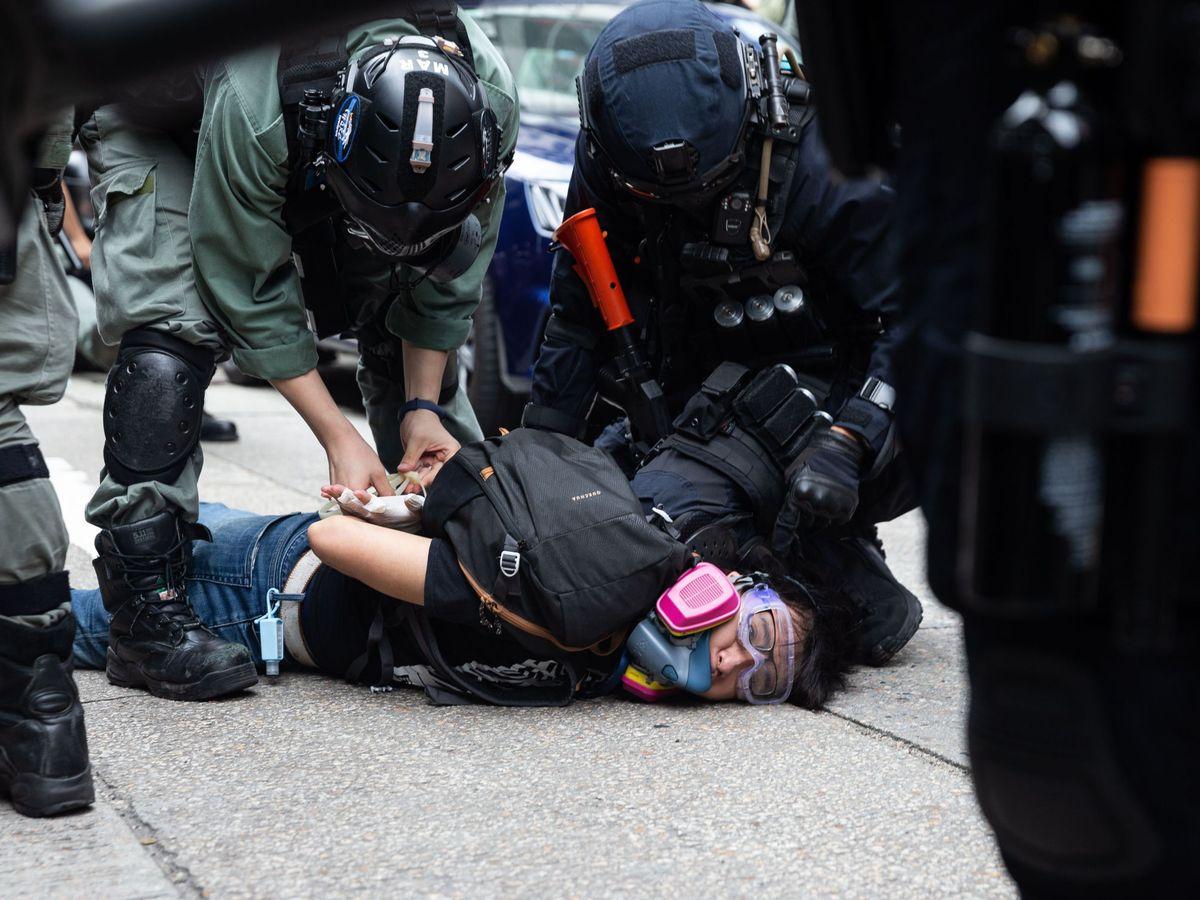 Foto: Un detenido en las protestas en Hong Kong. (EFE)