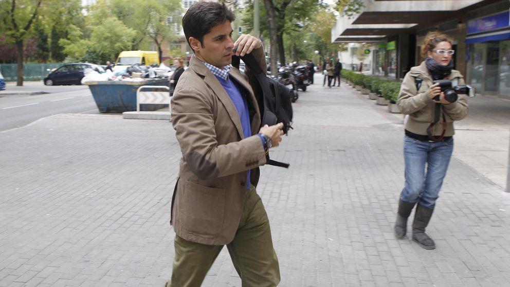 Fran Rivera pierde las formas en el Camino de Santiago (y en la boda)
