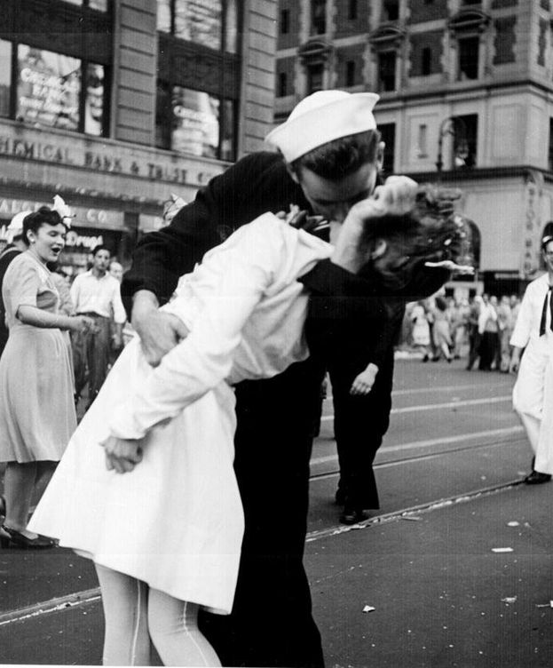 Foto: Kissing the War Goodbye. (Victor Jorgensen)