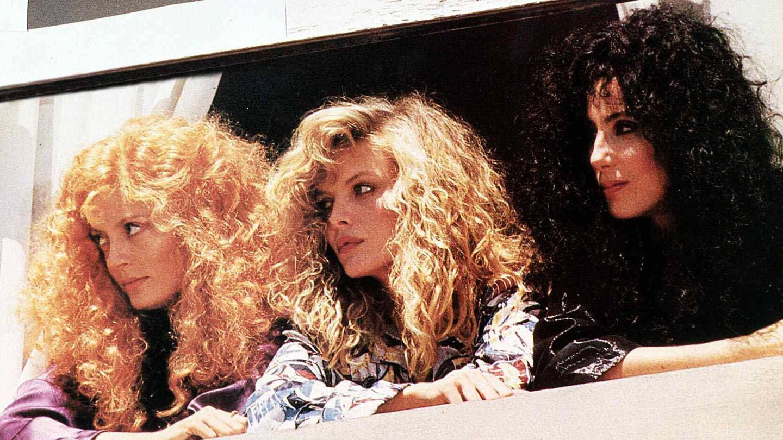 Susan Sarandon, Michelle Pfeiffer y Cher,   en 'Las brujas de Eastwick'. (Cordon Press)