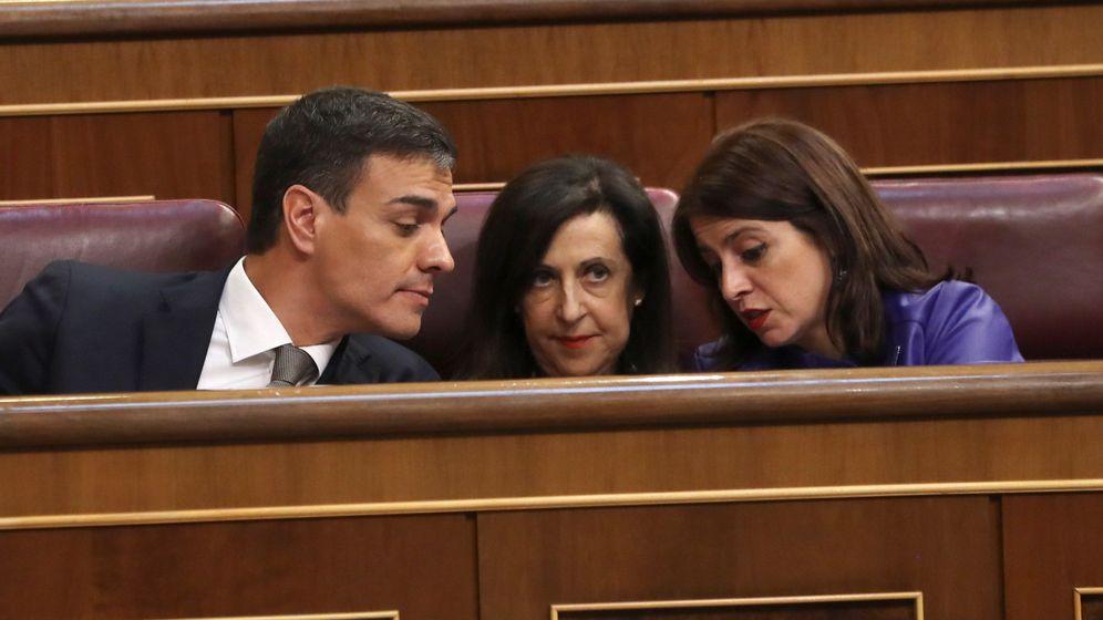 Foto: Pedro Sánchez, Margarita Robles y Adriana Lastra, durante la moción de censura. (EFE)