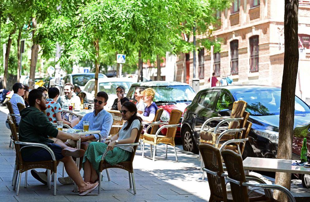 Foto: Terrazas de bares el pasado 30 de mayo en el madrileño barrio de Lavapiés. (EFE)
