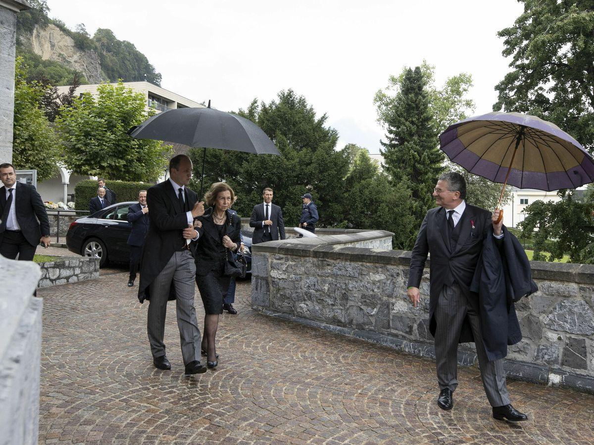 Foto: La llegada de la reina Sofía al templo. (EFE)