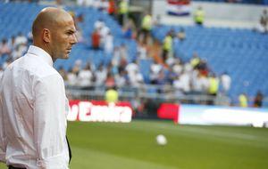 Zidane impone al Castilla viajar en chárter y el Murcia 'vive' en un bus