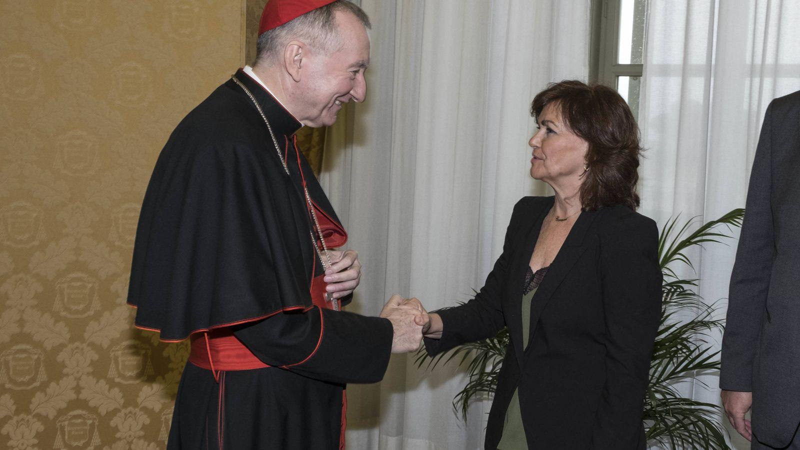 Foto: Carmen Calvo con el secretario del Estado de la Santa Sede, Pietro Parolin, en su reunión este 29 de octubre en el Vaticano. (Moncloa)