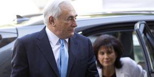 El juez decreta libertad sin fianza para Strauss-Kahn, pero mantiene los cargos