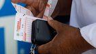 Casi pierde su premio en la lotería: una lotera intenta robar el premio al apostante