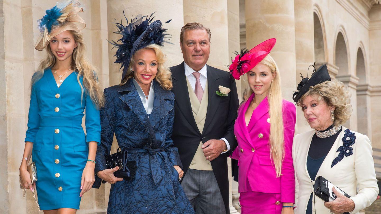 Camilla, junto a su marido, sus hijas y su madre, en una imagen de archivo. (Reuters)