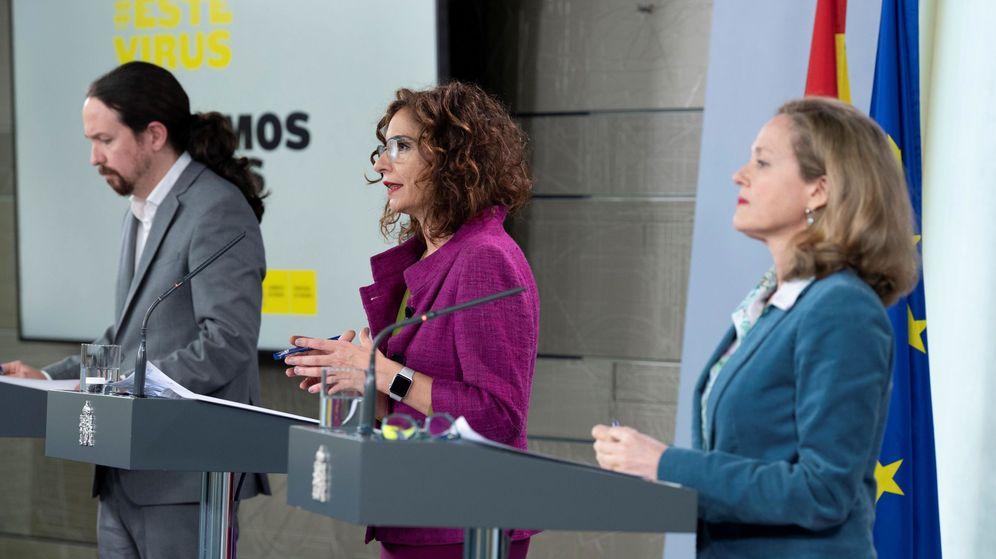 Foto: Pablo Iglesias, María Jesús Montero y Nadia Calviño, tras el Consejo de Ministros. (EFE)