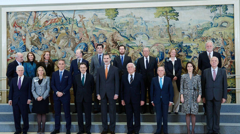 El rey Felipe VI, con el nuevo consejo de la Diputación de la Grandeza. (Limited Pictures)