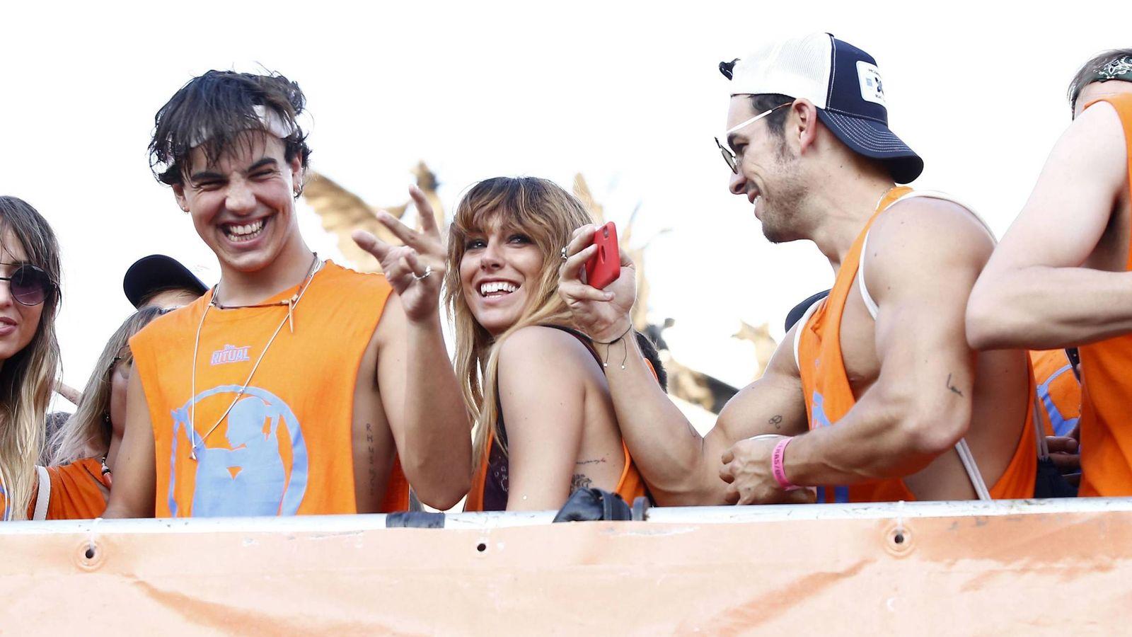Foto:  Blanca Suárez, con su novio y el hermano de este en el Orgullo Gay. (Cordon Press)