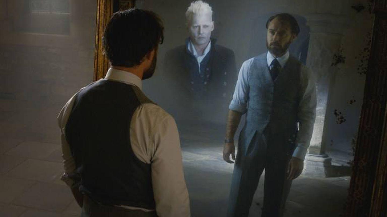 Dumbledore (Jude Law) y Grindelwald (Johnny Depp) en una escena (Warner)