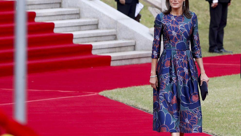 Letizia en Corea: dos looks (casi) repetidos tras la resaca japonesa pero con zafiros