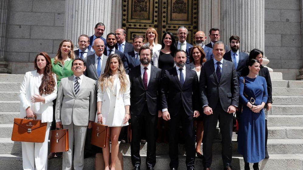 Foto: Los 24 diputados de Vox acudieron el viernes al Congreso a presentar sus credenciales. (EFE)