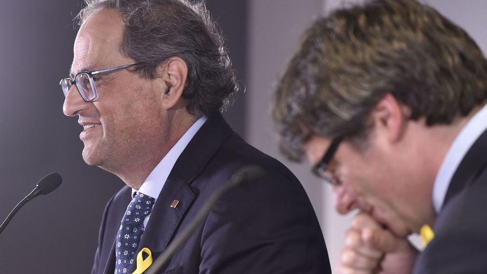 Foto: El presidente de la Generalitat, Quim Torra, y su predecesor Carles Puigdemont en una rueda de prensa en Bruselas. (Reuters)