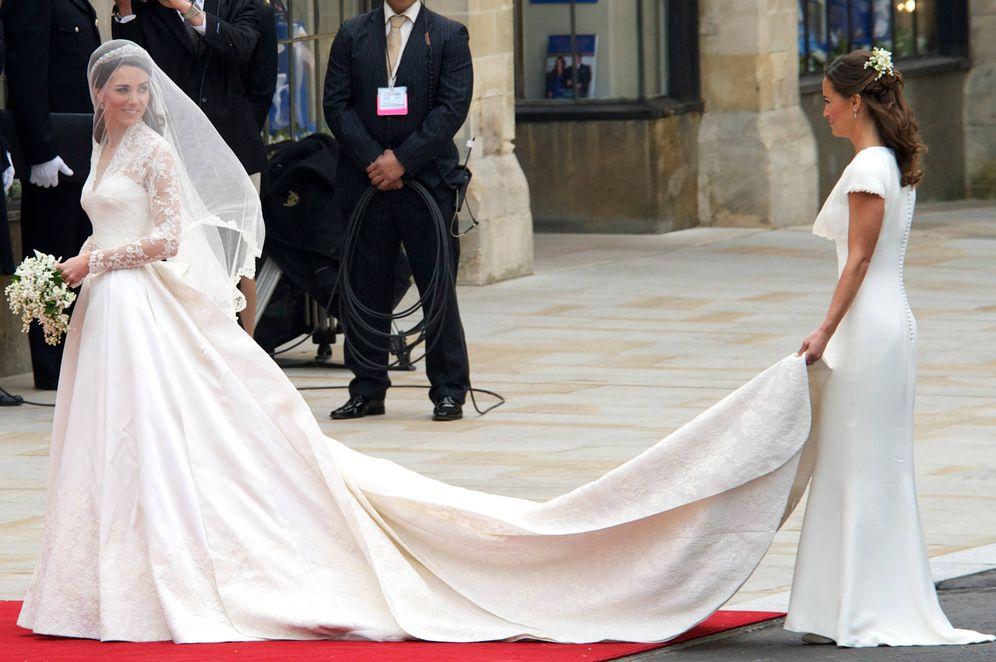 Foto: Kate y Pippa Middleton en la boda real de los duques de Cambridge. (LImited Pictures)