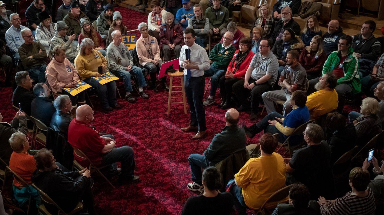 Pete Buttigieg hace campaña en Iowa. (EFE)