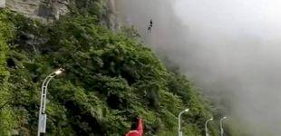 Post de Un Deliveroo a lo bestia: un salto de 300 metros para entregar los menús calientes