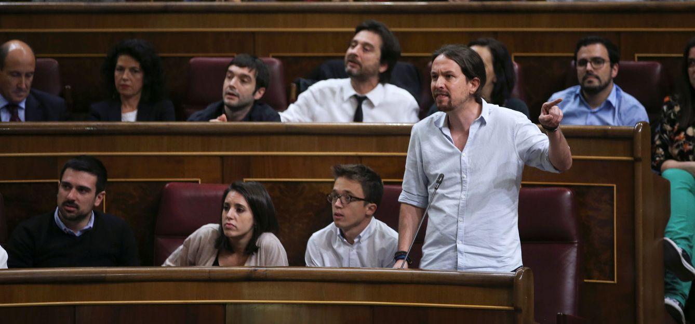 El secretario general de Podemos, Pablo Iglesias, interviene en el pleno de investidura. (Reuters)