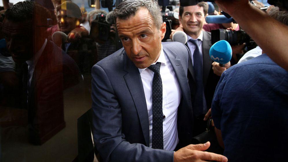Foto: Jorge Mendes a su salida de los juzgados de Pozuelo de Alarcón (Madrid). (Reuters)