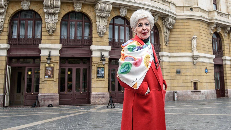 Concha Velasco, frente al teatro Arriaga de Bilbao hace unos días. (EFE)