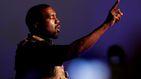 Kanye West se rebela contra la industria musical y orina sobre un premio Grammy